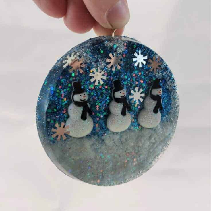 Easy Holiday Resin Ornament